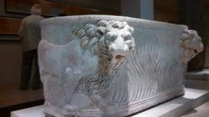 Roman sarcophagus, 300 CE, Neues Museum